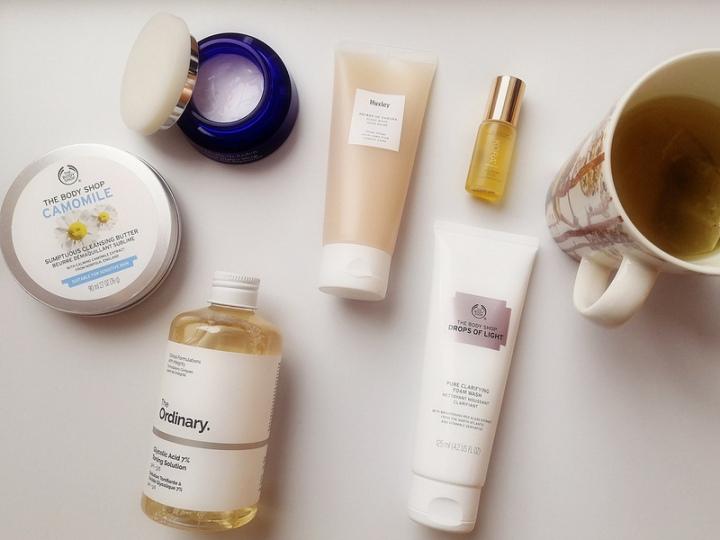 Suosikki-ihonhoitotuotteitani iltaisin – Huxley, The Ordinary, The BodyShop…